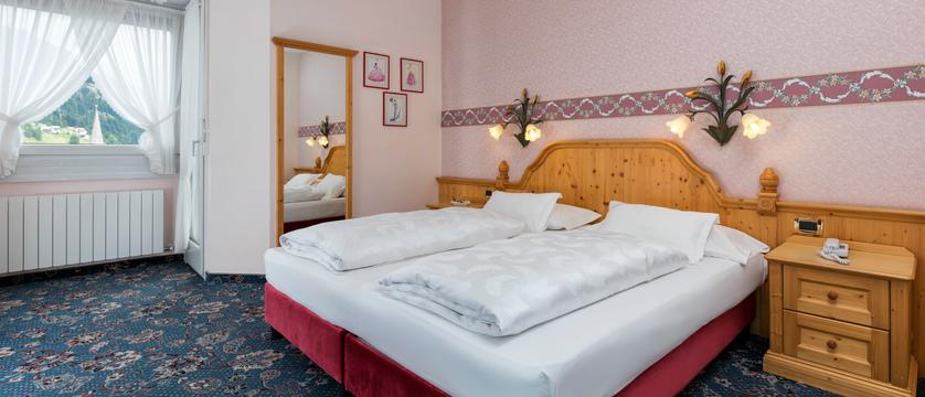 italy_dolomites-ski-area_arabba_sport_hotel_arraba_standard_room2.jpg